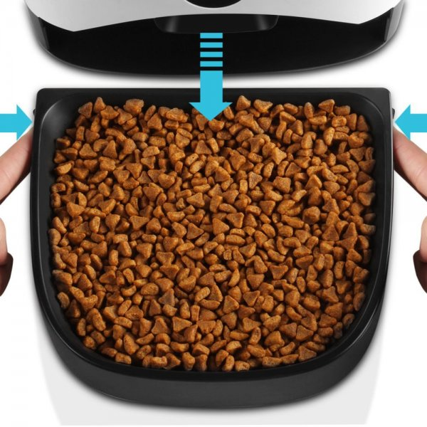 automatic food dispenser with food